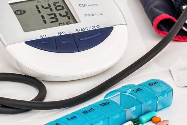 """Che cosa succede a modificare le """"soglie"""" delle malattie. L'esempio dell'ipertensione."""